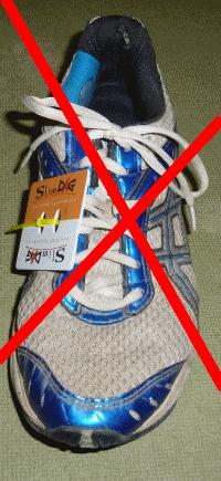 en aucun cas verticalement sur le coté de la chaussure